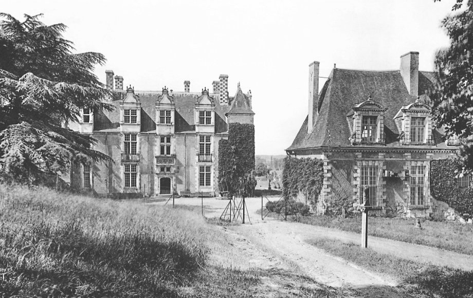 Historical view of the back of the facade