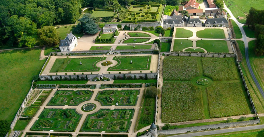 Aerial view of the Château de Valmer © Charly's Drone